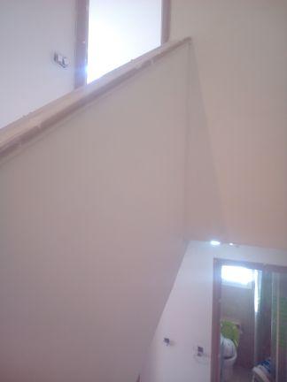 Aplicado 3 manos de Aguaplast en techo y paredes tiro de escalera a buhardilla (11)