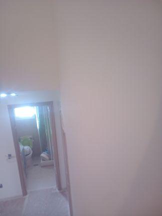 Aplicado 3 manos de Aguaplast en techo y paredes tiro de escalera a buhardilla (12)