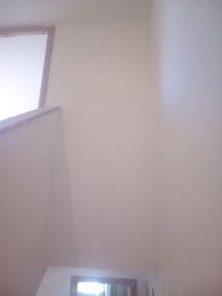 Aplicado 3 manos de Aguaplast en techo y paredes tiro de escalera a buhardilla (7)