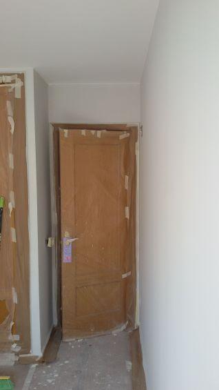1 mano de plastico sideral color gris en paredes (5)