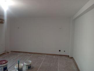 2 mano de plastico sideral s-500 gris en paredes (1)