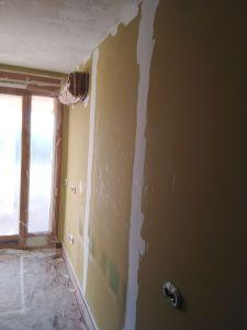 Dormitorio Replastecido de tacos y golpes (1)