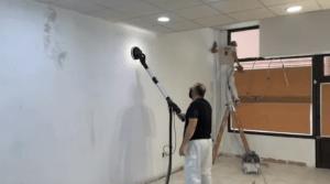 Lijando con lijadora con extraccion de polvo 4