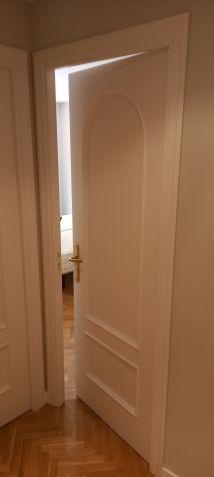 Lacado de puertas blanco y plastico liso gris con veloglas (32)