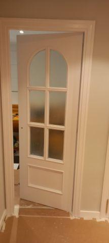 Lacado de puertas blanco y plastico liso gris con veloglas (5)