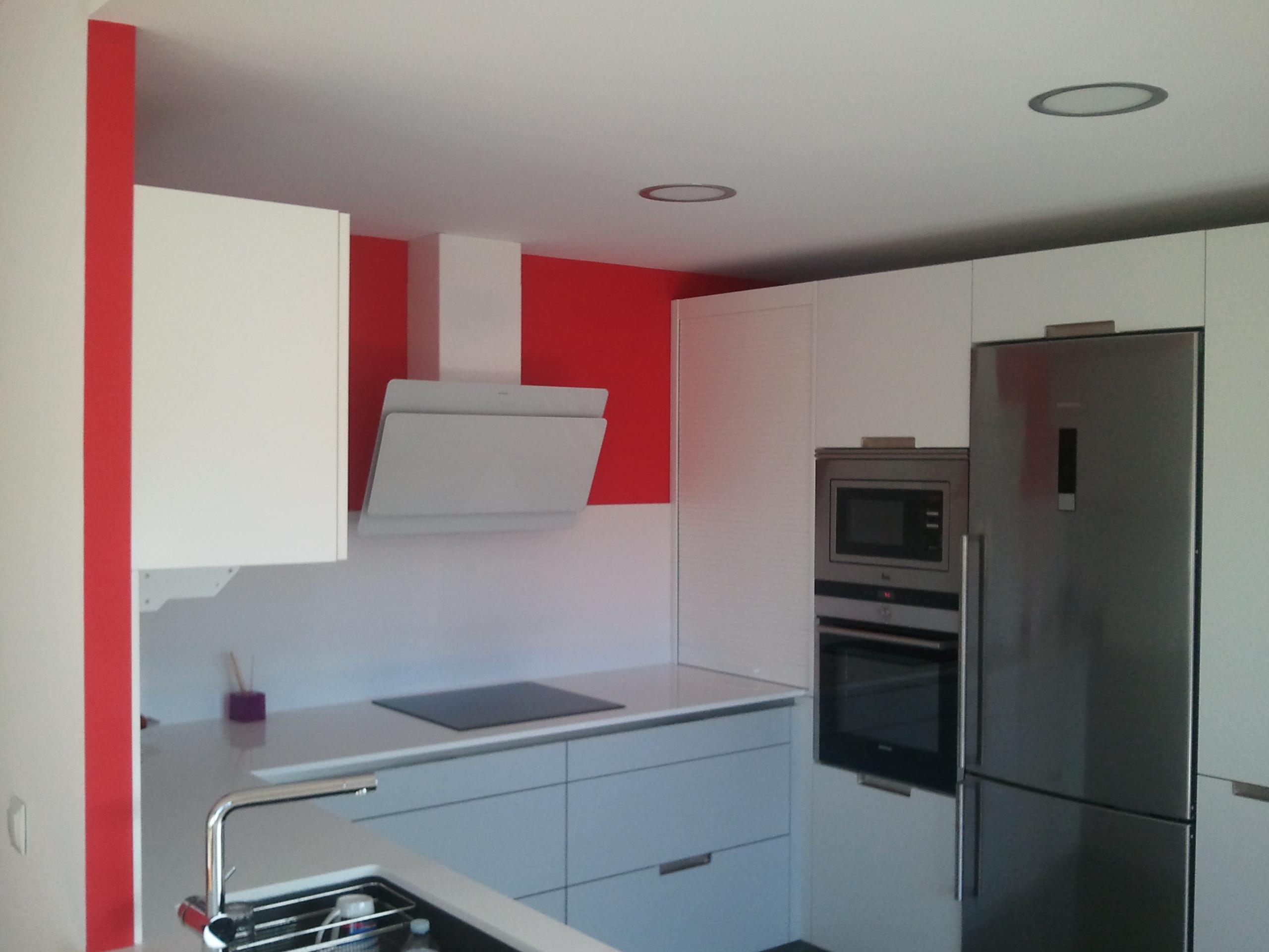 Pintura Plastica Color Blanco y Rojo  PINTORES EN MADRID