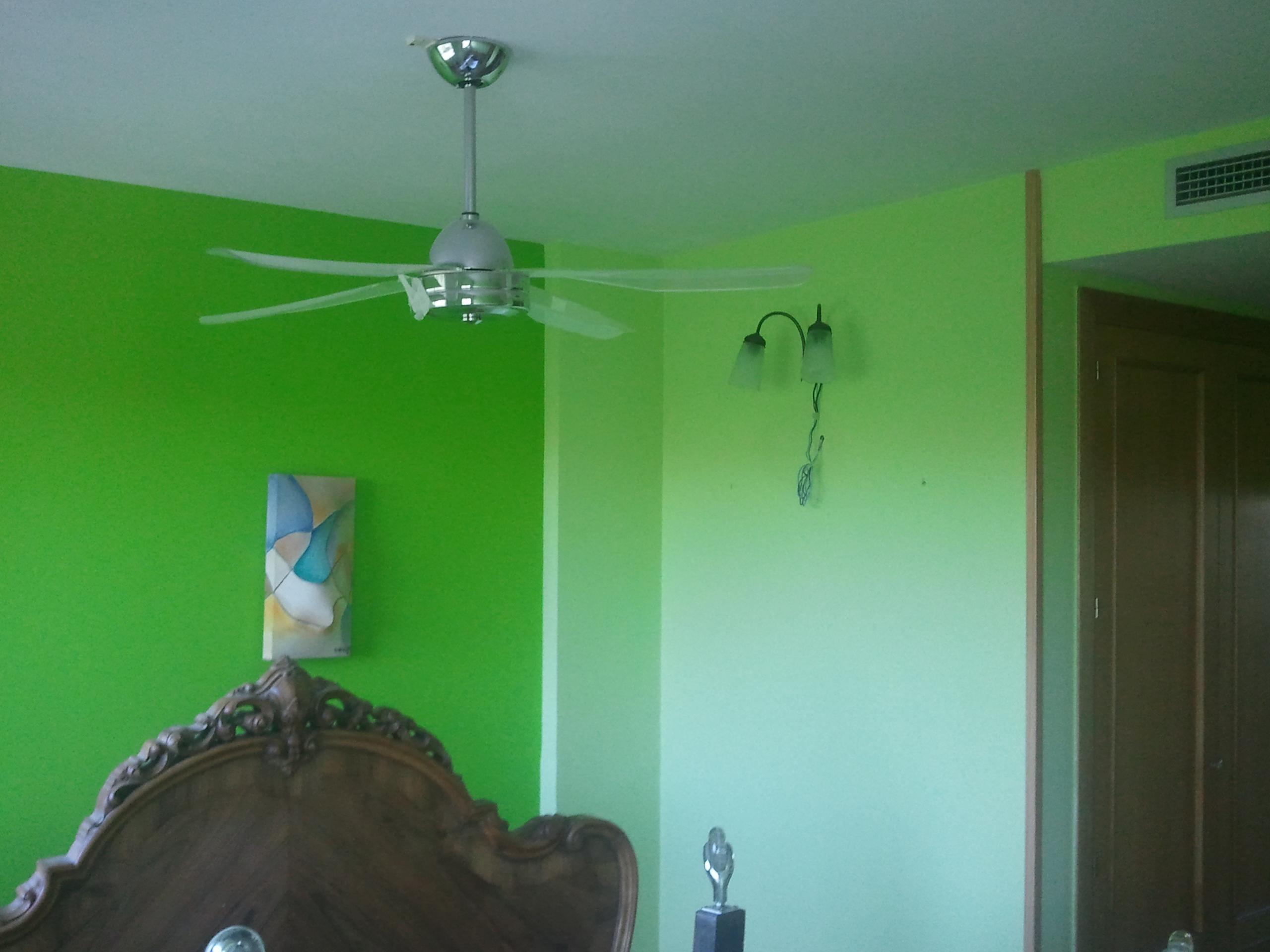 Pintura Plastica Color Verde Claro y Verde Oscuro