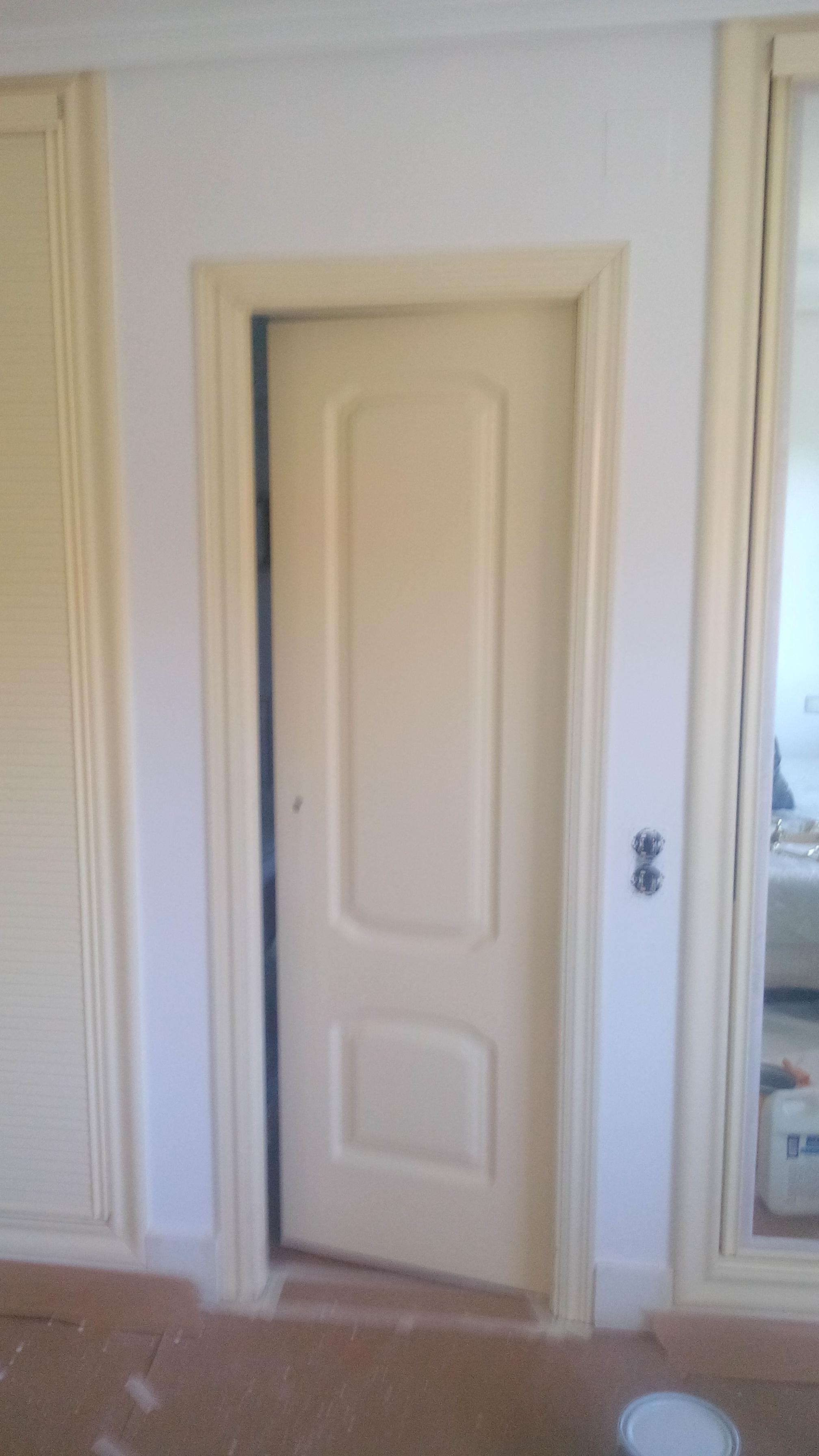 Lacado de armarios empotrados pintores en madrid - Lacar puertas en blanco presupuesto ...