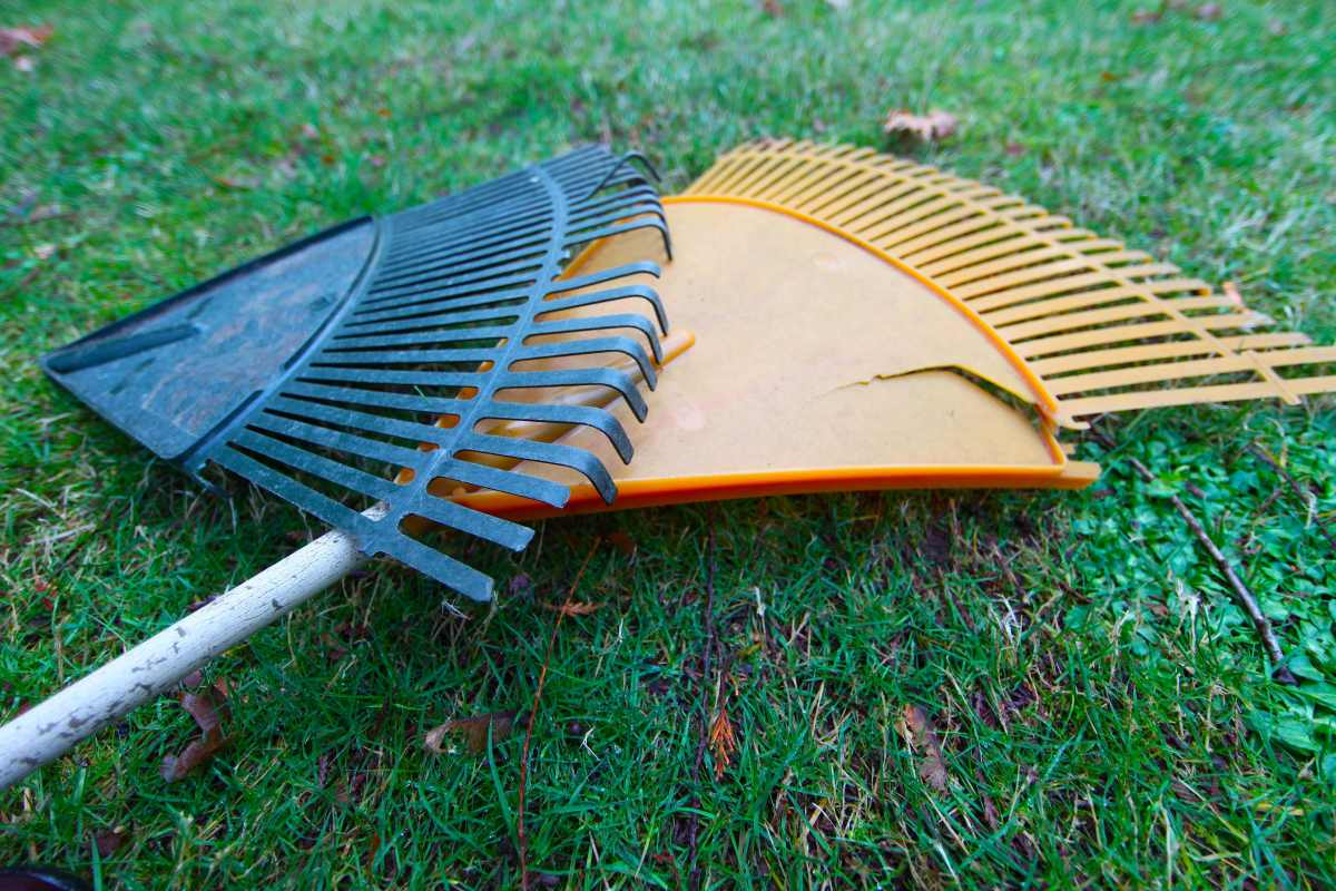 Metal Plastic Rakes Pioneering Simple Life