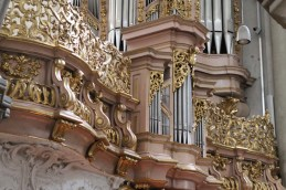 "Michaelerkiche organ, photo by ""PictureObelix"""