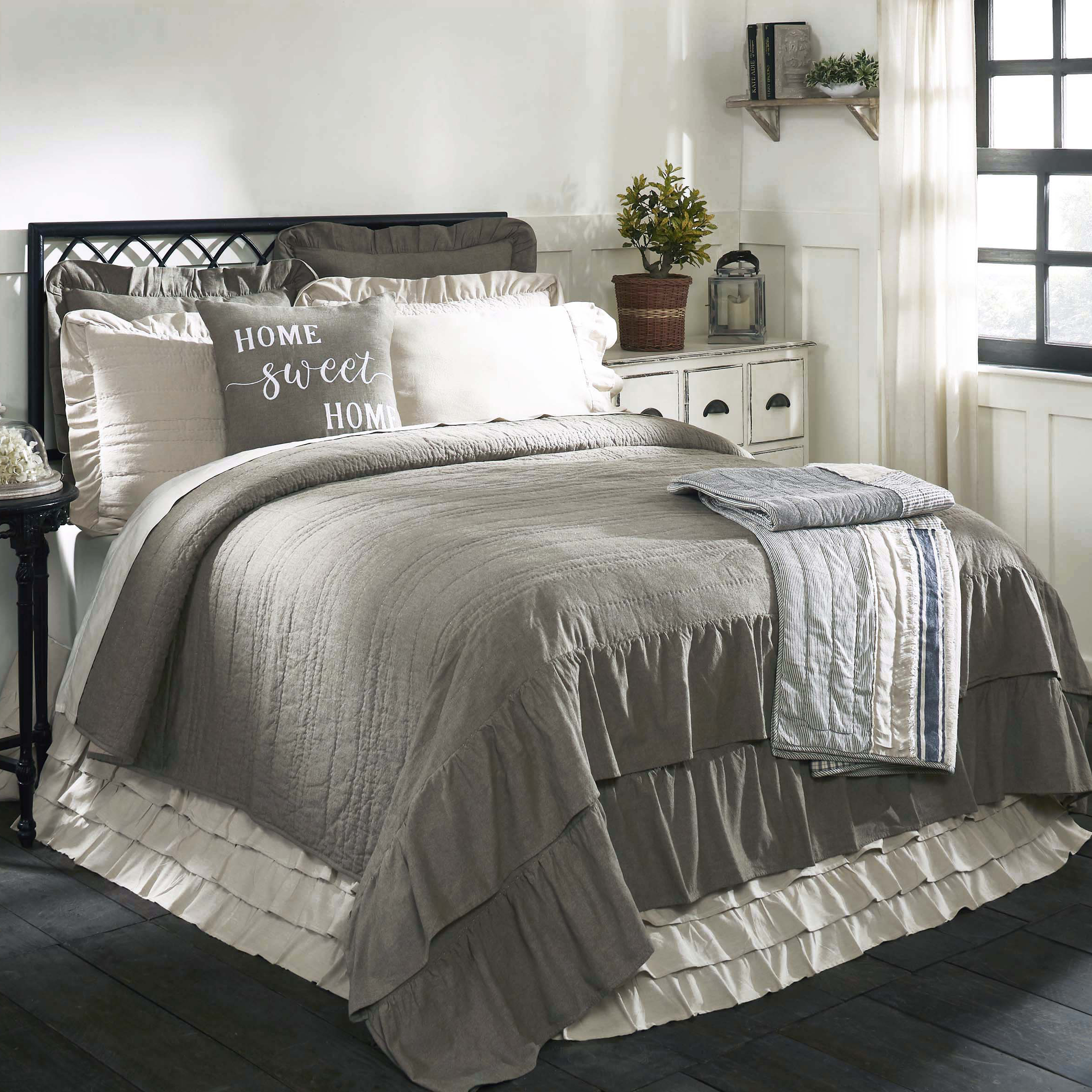 Ruffled Chambray Reversible Quilt Luxury King Piper
