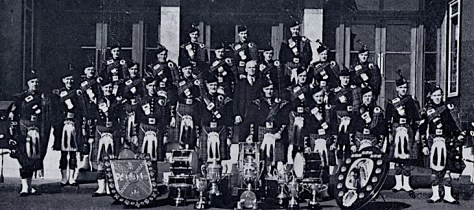 Shouts & Dykehead are no strangers to success. Here is the band after winning the World Championship at Scotstoun Showgrounds , Glasgow, in 1948