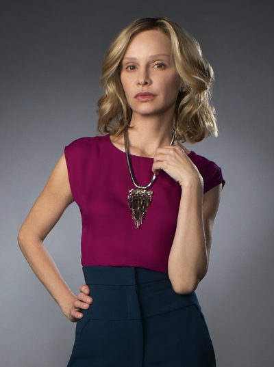 Supergirl: Calista Flockhart sai do elenco fixo da 2ª temporada