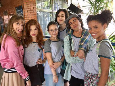 Larissa Manoela vira nerd na primeira foto de seu novo filme, Meus 15 Anos 5a27043227