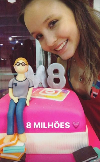 Larissa Manoela dá festa para comemorar 8 milhões de seguidores e fim das  filmagens de Meus 7e4f16cb6e