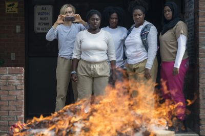 Presidiárias se rebelam no trailer e nas fotos da 5ª temporada de Orange is the New Black