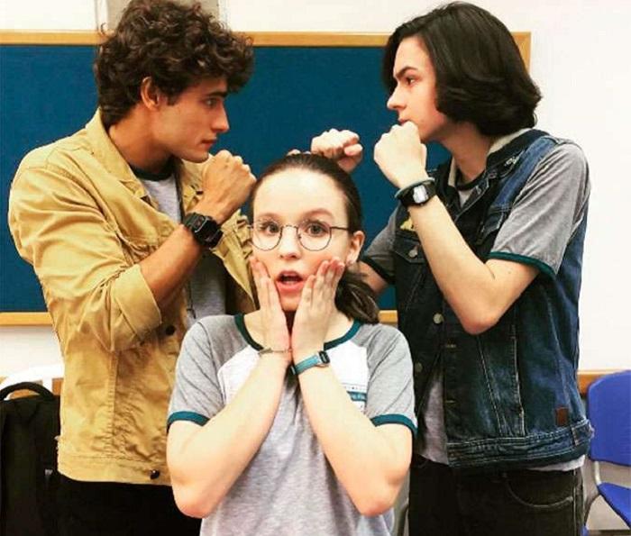 Larissa Manoela vive nerd em vídeo e princesa em pôster de Meus 15 anos cda5d8129e