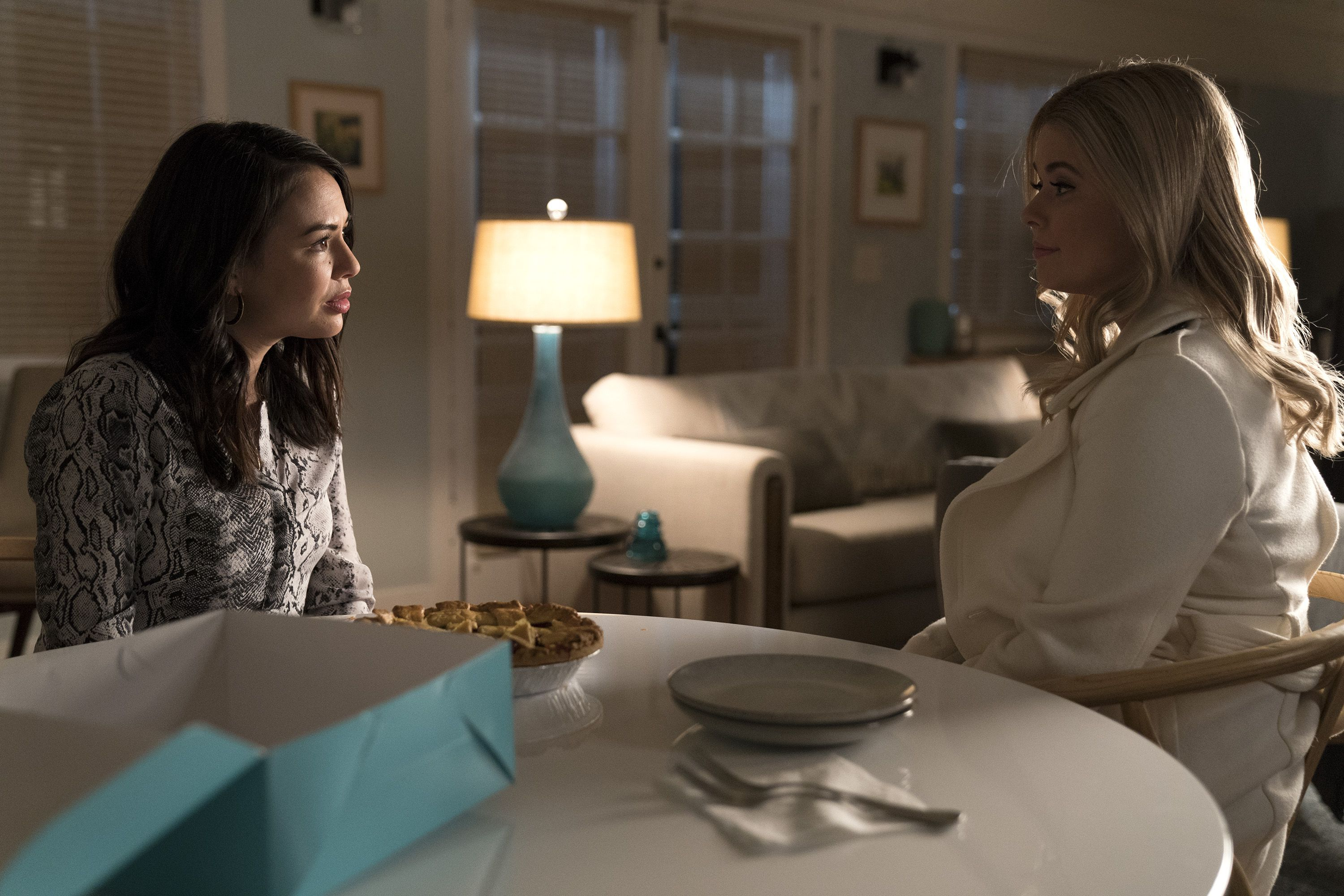 Spin-off de Pretty Little Liars ganha fotos e o primeiro trailer