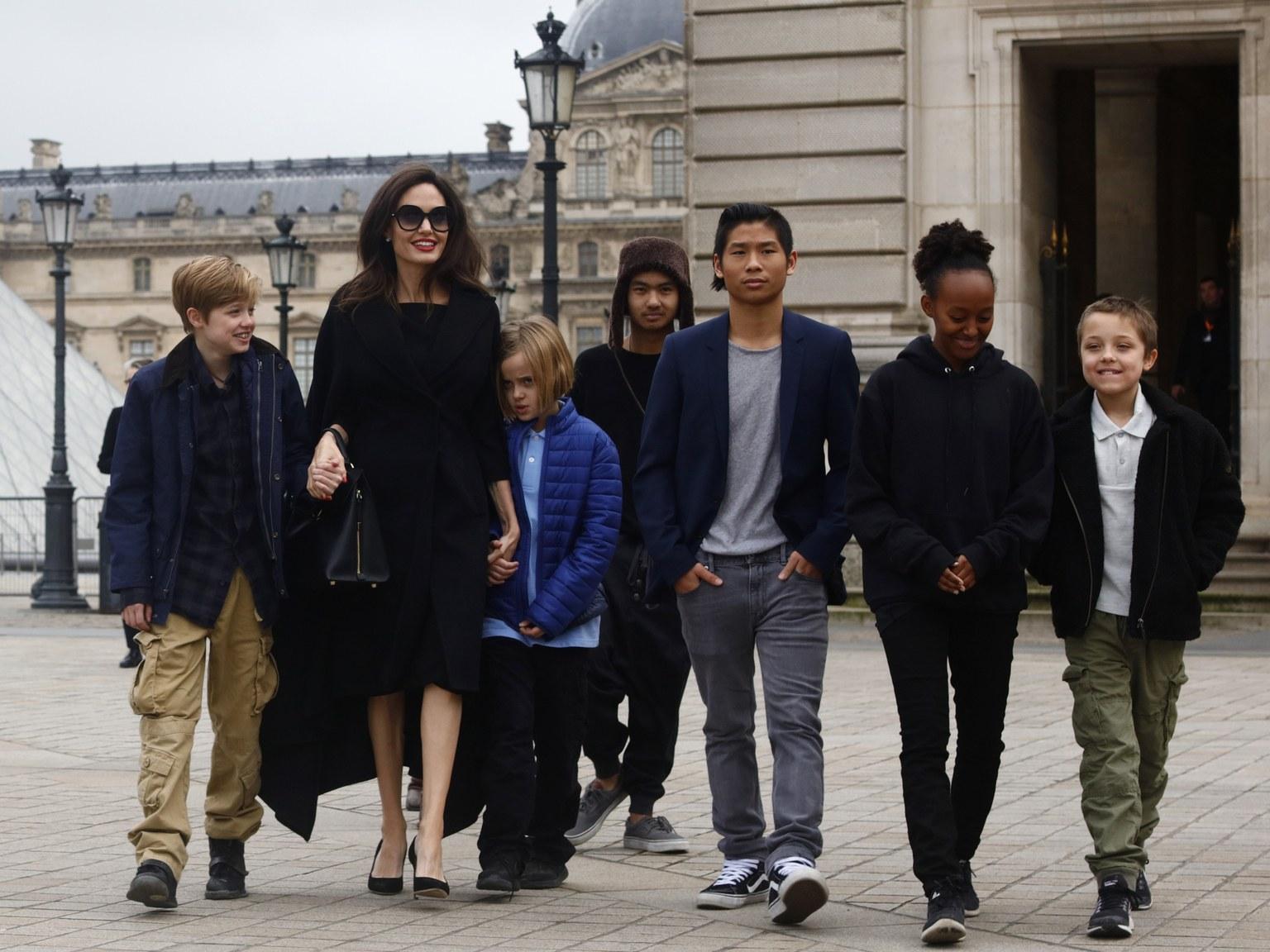 Angelina Jolie pode perder guarda dos filhos por ...