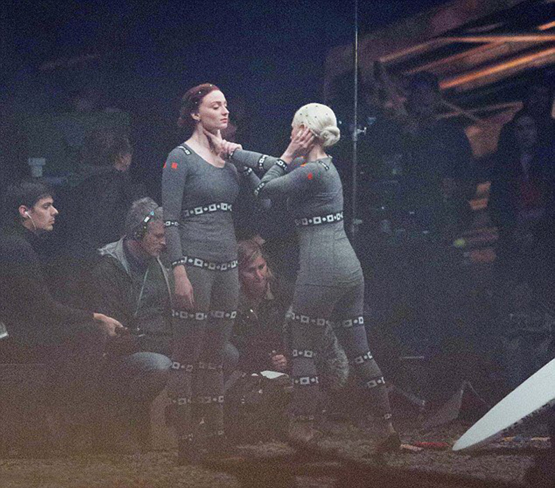 Jessica Chastain e Sophie Turner brigam em fotos do set de X-Men: Fênix Negra