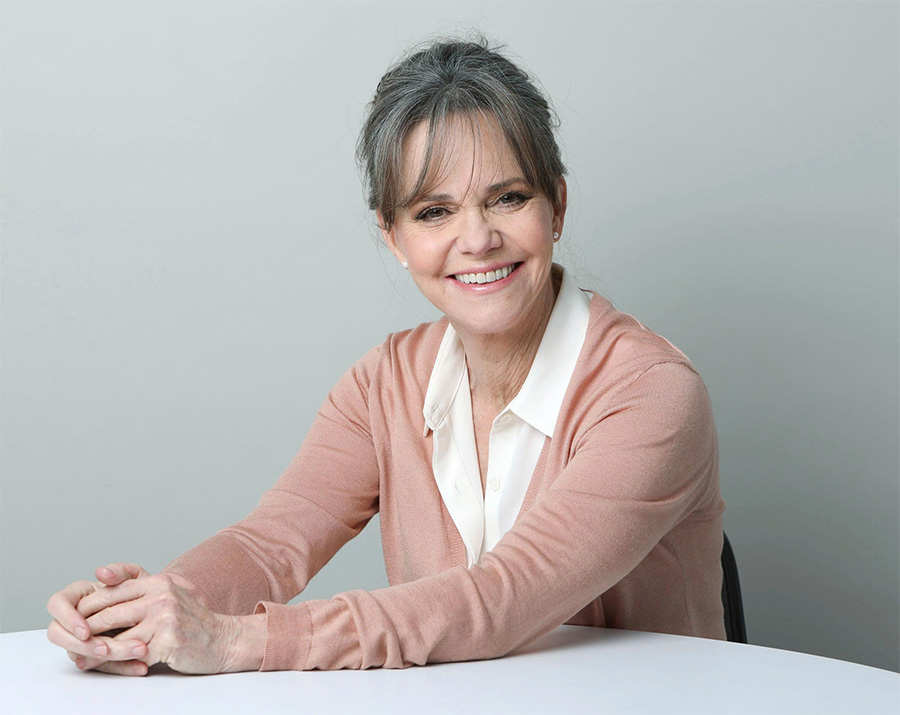 Sally Field revela abuso do padrasto, que era o Tarzan dos anos 1960
