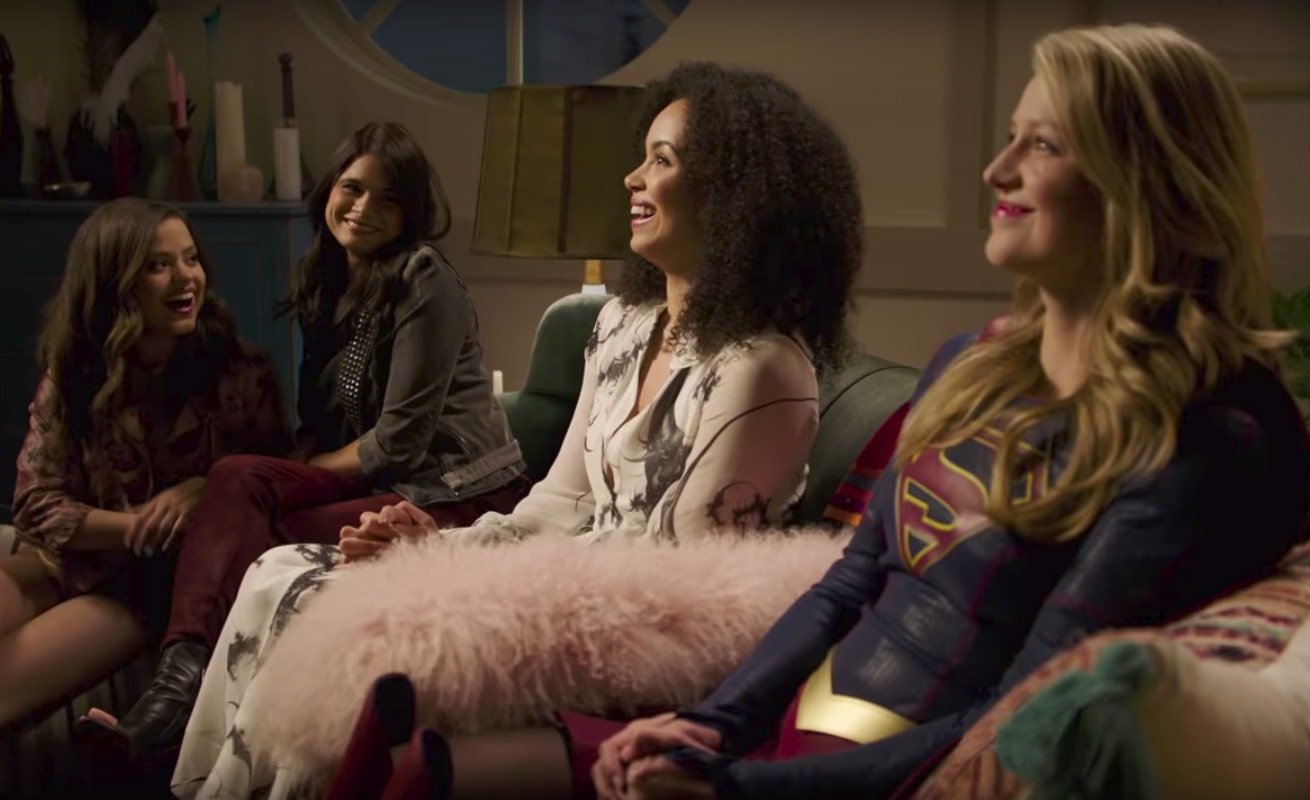 Supergirl encontra as bruxas de Charmed em vídeo divertido