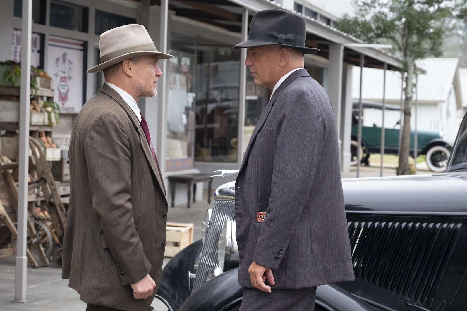 Kevin Costner e Woody Harrelson caçam Bonnie e Clyde na primeira foto de The Highwaymen