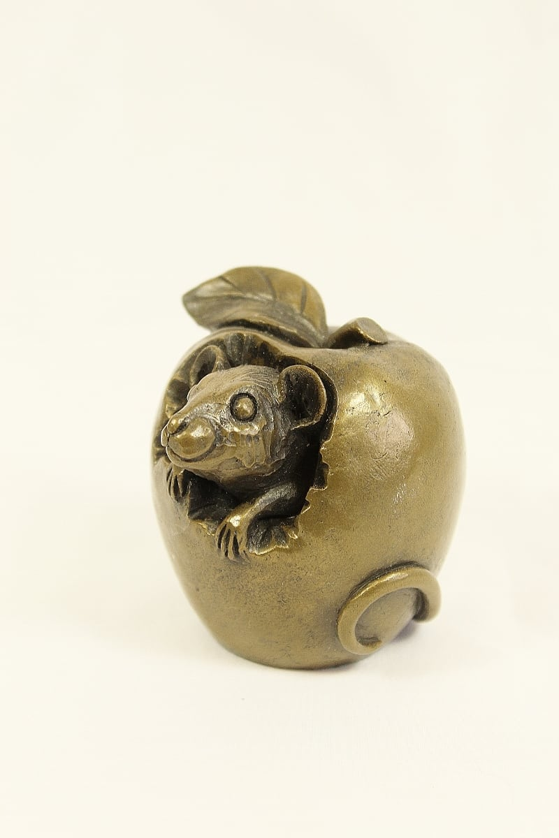 resin bronze Mouse in an apple