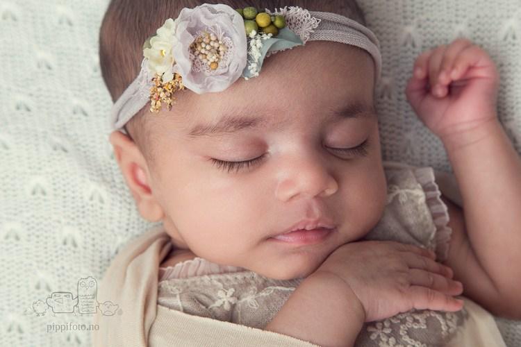 nyfødtjente-nyfødtfotos-nyfødtfotograf-babyfotografering-oslo-termin-dato