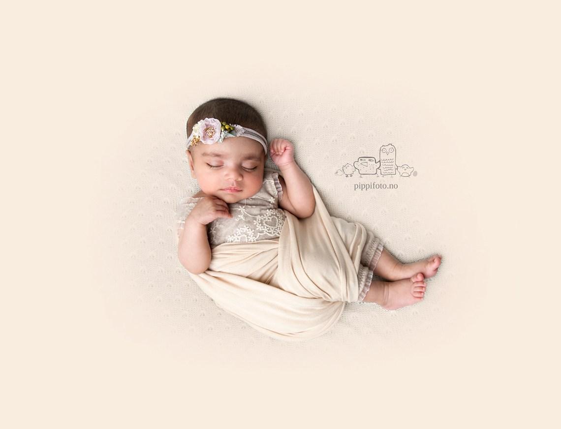 nyfødtfotograf-nyfødtfotografering-nyfødtbaby-nyfødtfoto-babyfotograf