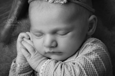 Nyfødtfotografering i Oppegård. Fotostudio på Kolbotn