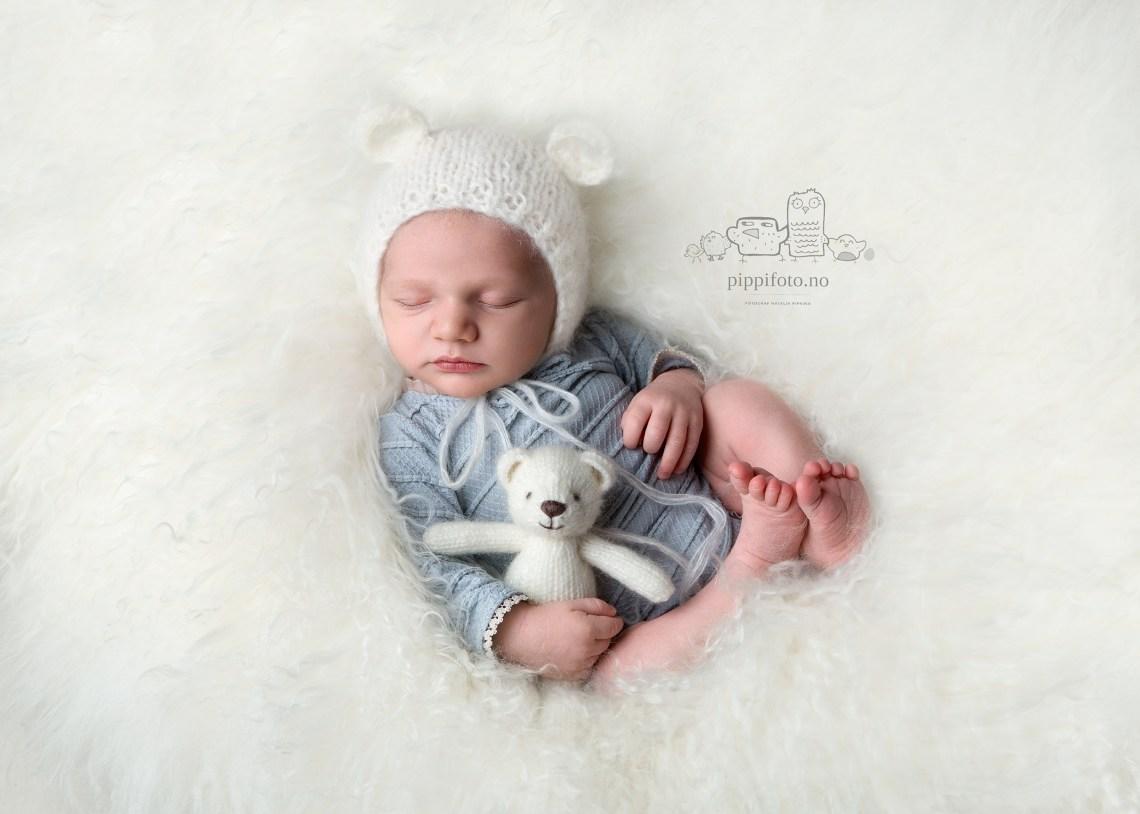 nyfødtjente-nyfødtfotografering-Oslo-babyfotografering-Oppegård-familiefotografering-studiofotografering