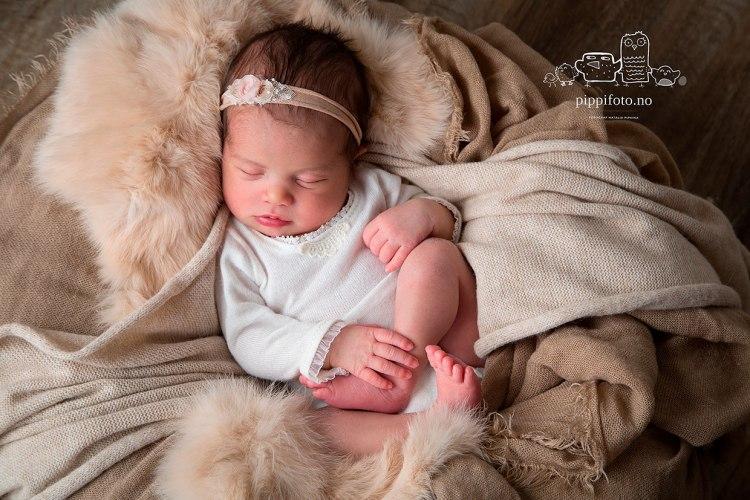nyfødtfotografering_babyfotografering_follo_fotograf_nyfødtbaby_gravid_amming_venter_et_barn