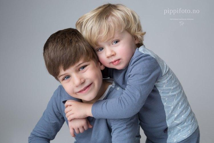 familiefotografering-søskenfotografering-barnefotografering-brødre-søsken