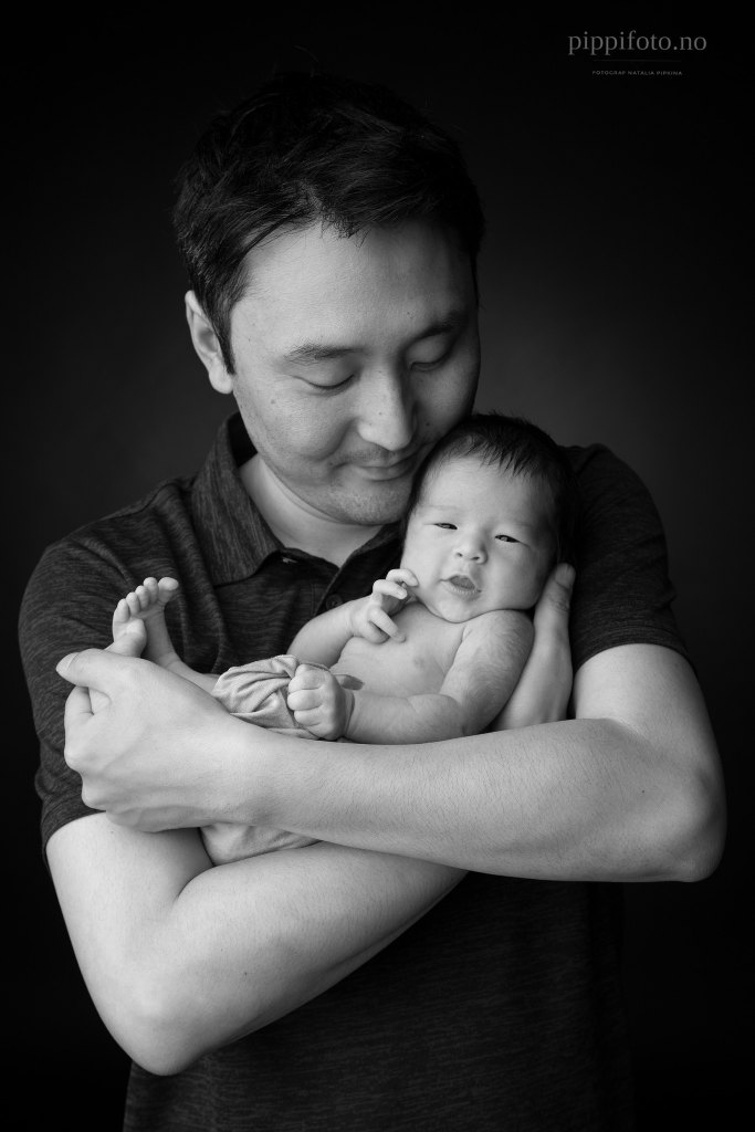 nyfødtbaby-med-pappa-nyfødtfotografering