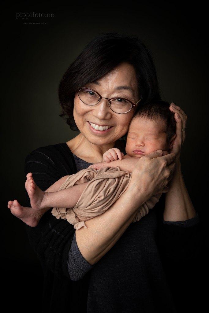 familiebilder-med-nyfødtbaby
