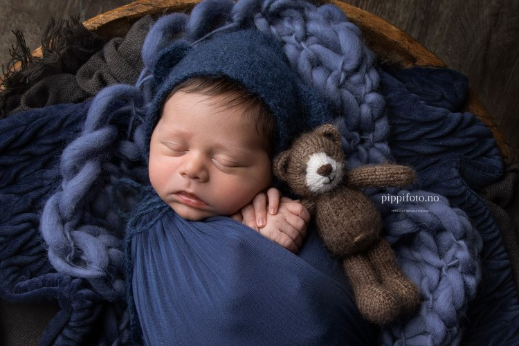 baby og bamse. babyfotografering