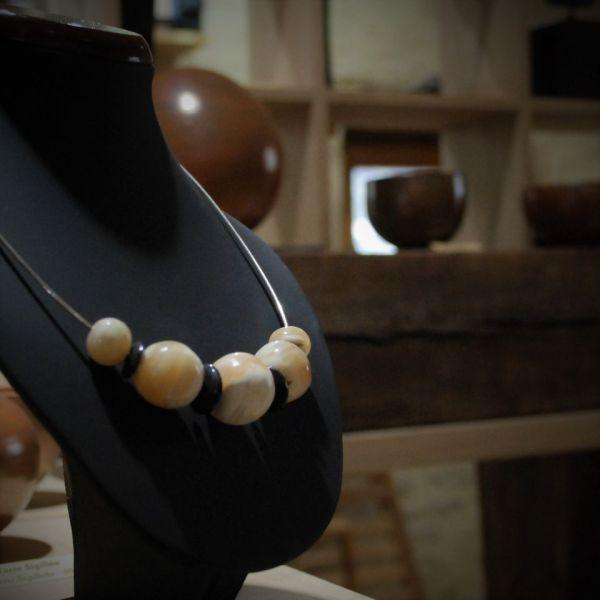 collier os de morse fossile et corne de buffle piqoli