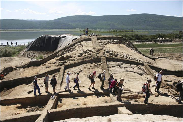 Los cimientos de Por-Bajin