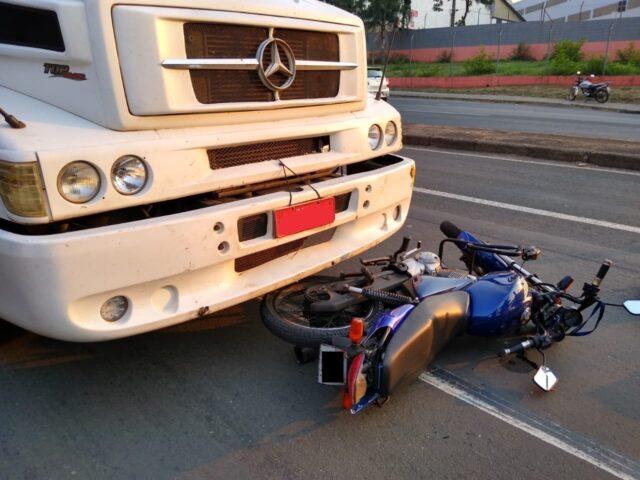 Acidente entre moto e caminhão deixa uma vítima na manhã desta terça (29), em Piracicaba