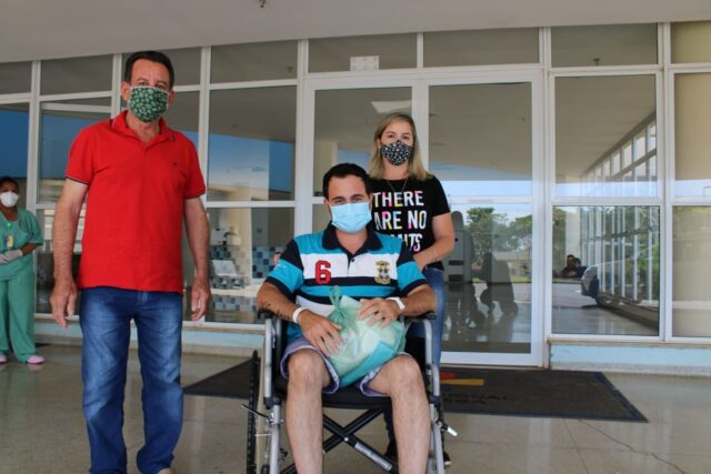 Após dias na UTI, paciente se cura da Covid e recebe alta no Hospital Regional de Piracicaba