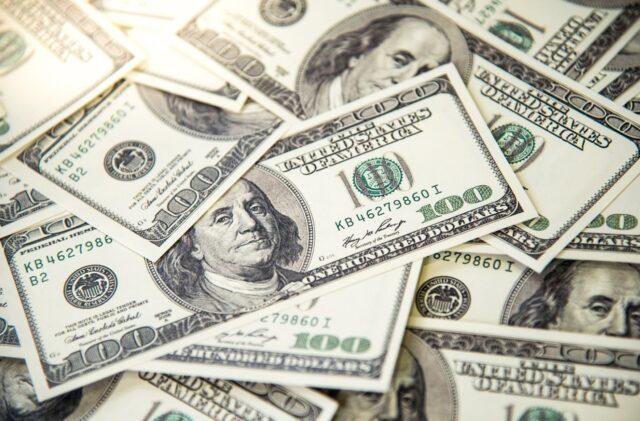 uma foto da cédula do dólar para cotação do dólar hoje 15-10-2020