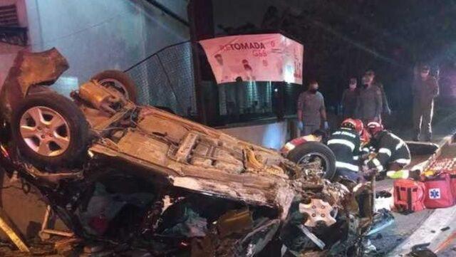 Uma foto do estado do carro após acidente em SP