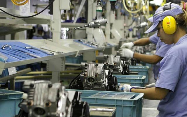 uma foto de uma indústria
