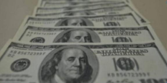 uma foto da cédula do dólar para cotação do dólar hoje 13-10-2020