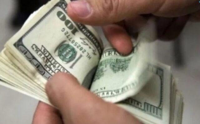 uma foto da cédula do dólar para cotação do dólar hoje 20-10-2020