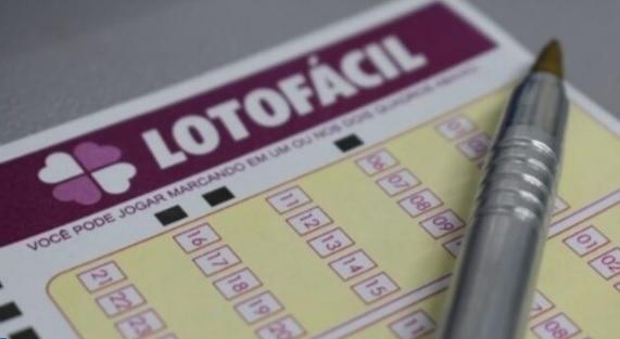 uma foto do volante da Lotofácil 2067 desta terça-feira 27-10-2020