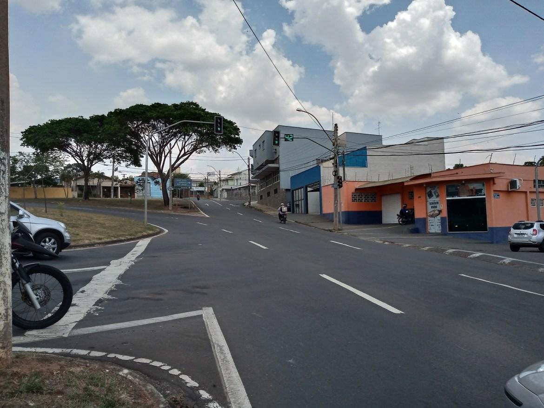 Prefeitura fará um recapeamento na rotatória com a Avenida 9 de Julho para eliminar ondulações no asfalto