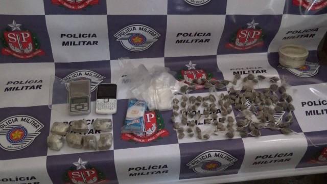 Segundo soldado que atendeu a ocorrência, drogas estavam prontas para a venda - Foto: Valter Martins / Piracicaba em Alerta