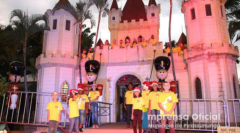 PROJETO NATAL: Festa de chegada do Papai Noel e Banda Vitrola Velha